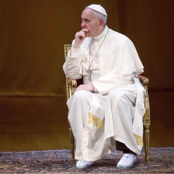 PopeFrancisWithNewSnikkers